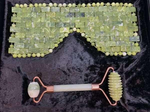 Nurturing Jade Eye Mask and Facial Roller Set